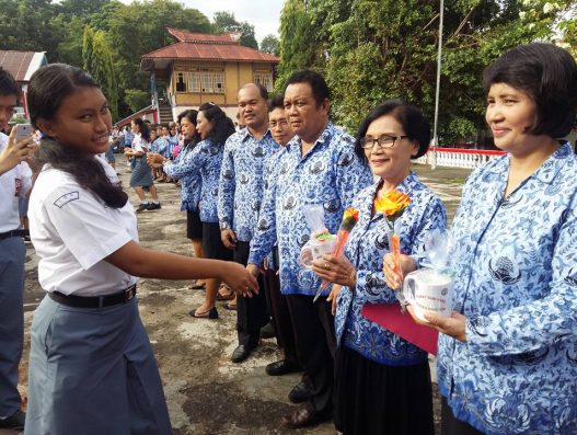 Perayaan Hari Guru di SMA N 9 Manado tahun 2017