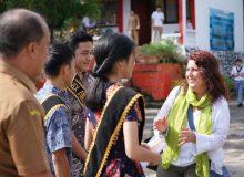 RELO US Embassy  bantu SMAN 9 Manado majukan literasi