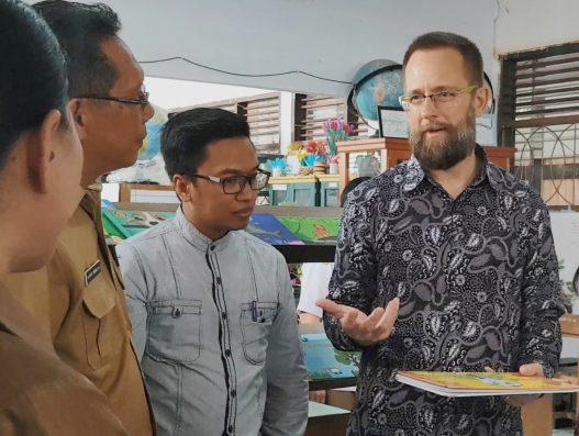 Kunjungan RELO officer US Embassy di SMA N 9 Manado